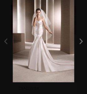 Свадебное платье со шлейфом 42разм. Рост 165-175