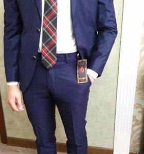 Мужской молодежный костюм