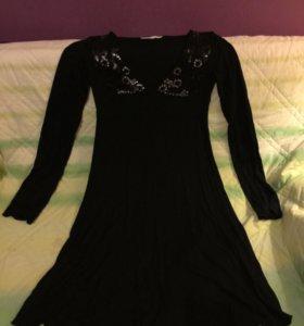Платье трикотажное с вышивкой,Р.42-44,новое.