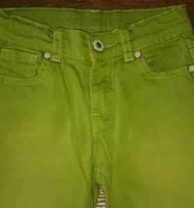 Зелёные брюки на рост 110 см. Б / У