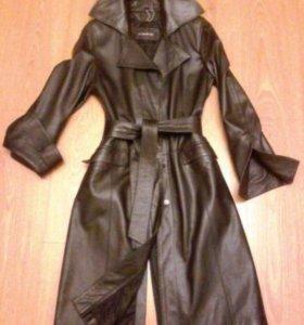 Кожаное приталенное пальто