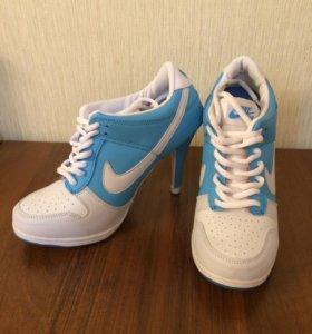 Кроссовки на каблуках для танцев (гоу-гоу)