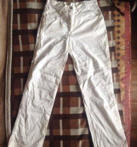 Белые брюки.42рр