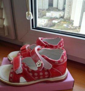 Туфельки и босоножки для девочки 25 размер