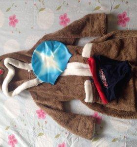 Халат, плавки и шапочка для бассейна. На 3-4 года