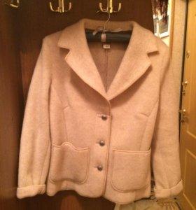 Женский пиджак из мериноса