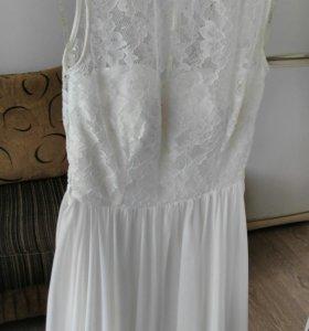 Красивое белое свадебное платье