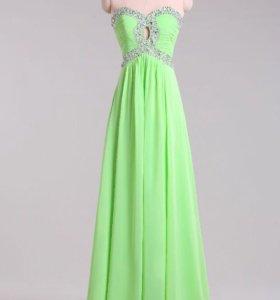 Вечернее платье нежно-салатового цвета