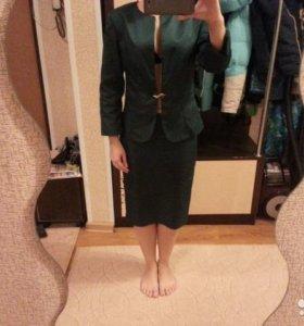 Пиджак и юбка темно - зеленого цвета
