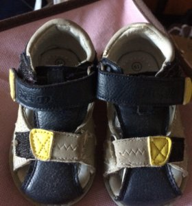 Продам сандали для мальчика 19 р