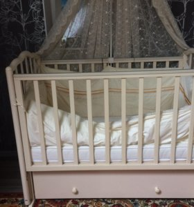 Детская кроватка с матрасом, бортиками ибалдахином