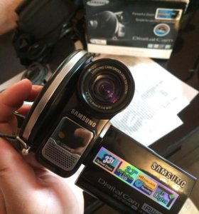 Видеокамера Samsung VP DC165Wbi