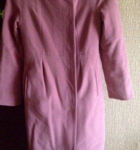 Пальто красивого цвета 44р.