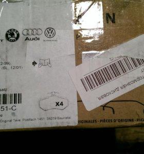 Колодки тормозные VAG 6Q0-698-151-C