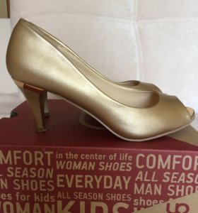 Золотистые туфли с открытым носом