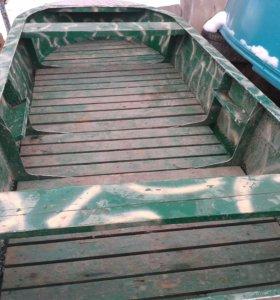Лодка алюминевая.