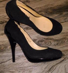 Туфли замшевые 35 рр (большемерки)