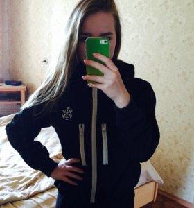 Спортивная куртка .