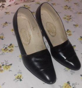 Туфли женские навысоком каблуке 38 р-р