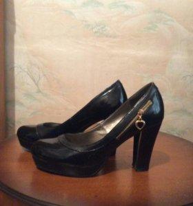 Туфли лакированые одевала раза три ,состояния отли