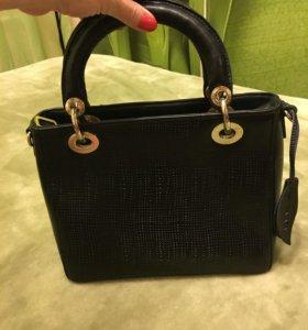Элегантная женская кожаная сумка