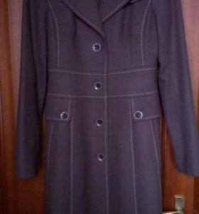 Пальто демисезонное женское р.44-46
