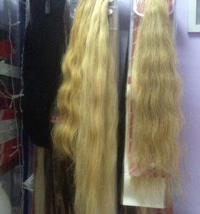 Волосы на заколках натуральные и искусственные.