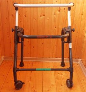 Ходунки для инвалидов и пожилых людей.