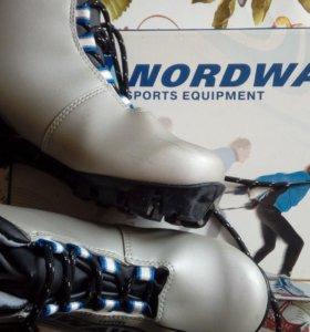 Ботинки лыжные 35р-р.