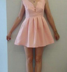 Платье НОВОЕ розовое пышная юбка
