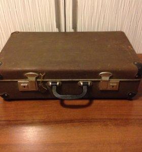 Продаю советский чемодан в хорошем состоянии