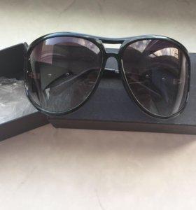 Очки от солнца в коробке
