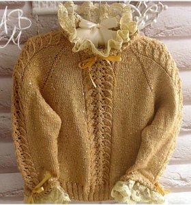 Вязаный свитерок на девочку с ажурной дорожкой