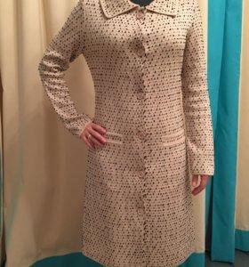 Облегченное пальто Christian Dior.