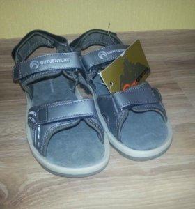 Новые сандалии р.35