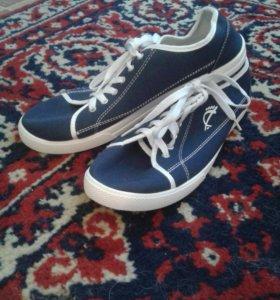 Мужские кроссовки 42 размера