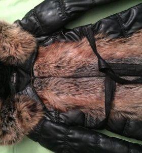 Кожаная куртка с отстегными рукавами