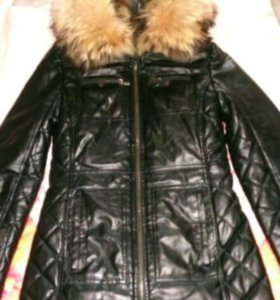 Кожаное зимнее пальто с мехом енота