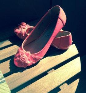 Лакированные балетки ярко-розовые!