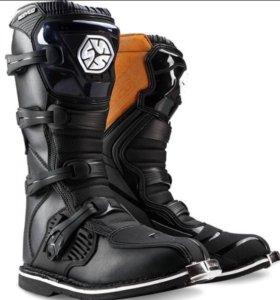 Кожаные ботинки для мотоциклиста
