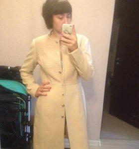 Пальто, платья