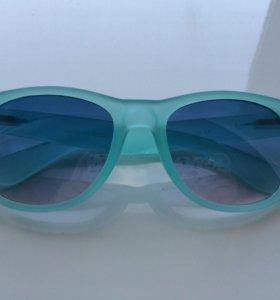 Очки солнцезащитные.