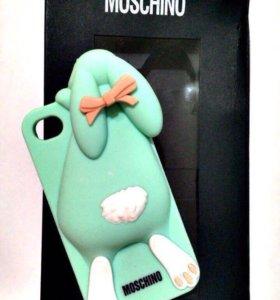 Стильные чехлы Moschino на iPhone 4s