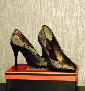 Новые туфли размер 39-40
