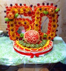 Композиции из арбуза, цветы, корзинки, надписи