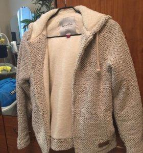 Очень теплая вязаная куртка внутри с мехом.