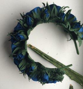 Ободок из фоамирана с синими розами