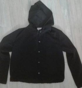 Черная спортивная кофта с капюшоном