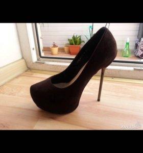 Новые туфли38 р Есть точно такие только черные37р