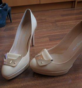 Туфли 35 размер, Карло Пазолини.